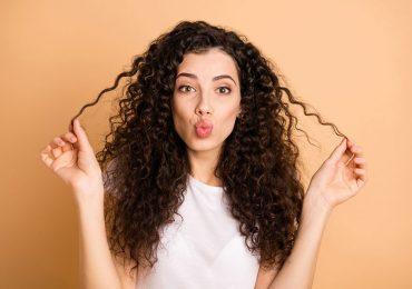 ¿Lavar el pelo solo con acondicionador o agua? Lo que debes saber sobre el 'co-wash' y el 'no-poo'