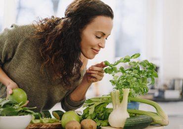 alimentos sistema inmunológico y quemar grasa mujer