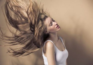 cabello maltratado decoloración mujer pelo