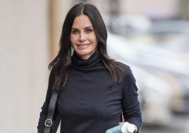 Courteney Cox piano