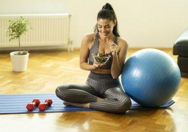 prevenir cáncer obesidad mujer haciendo ejercicio