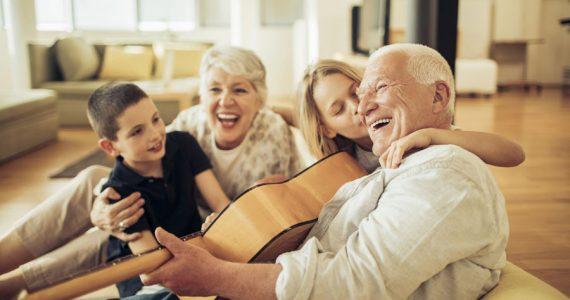 tiempo con los abuelos niños familia