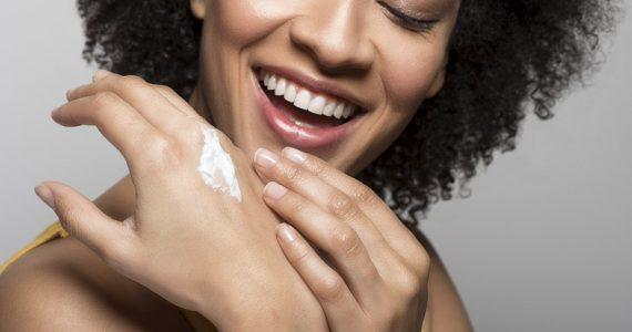 dorso de manos cuidados piel mujer
