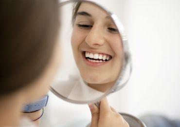 ingredientes naturales higiene dental mujer