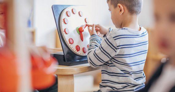 niños aprender a leer la hora