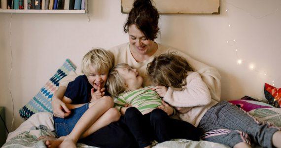 mamás con tres hijos familia