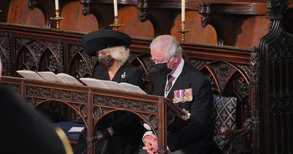 Con este detalle en su vestuario, Camilla rindió tributo al duque de Edimburgo