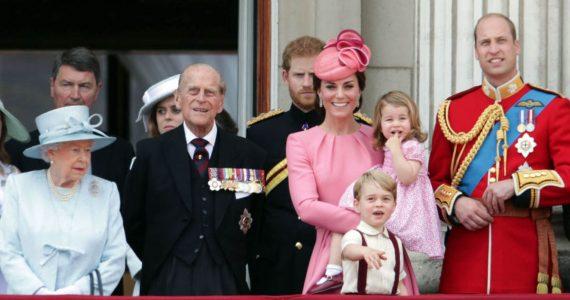 foto con los bisnietos felipe de edimburgo familia real británica