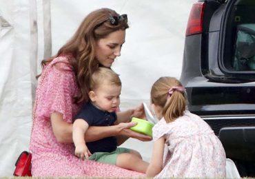 kate middleton con el príncipe louis y charlotte