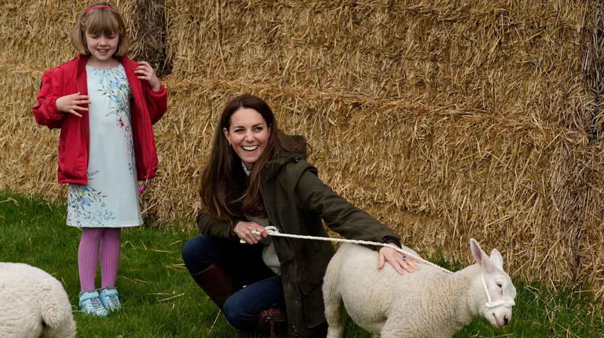 kate middleton y príncipe william visitan granja