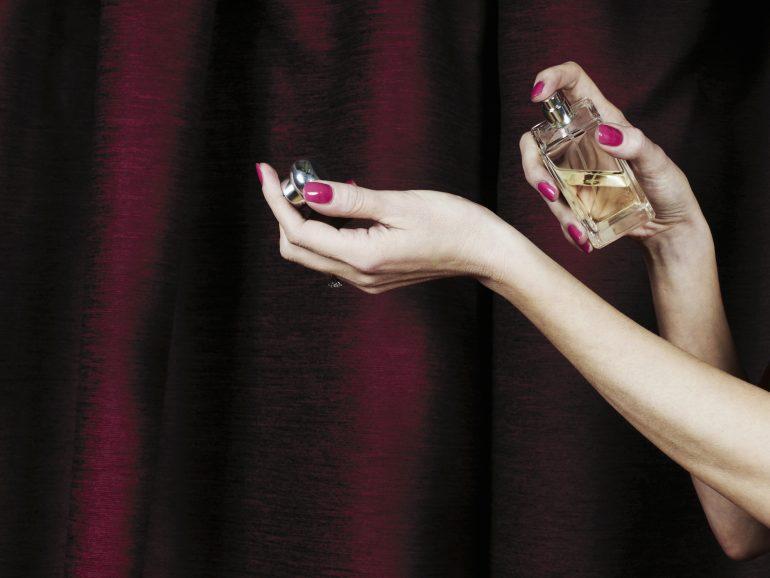 usar perfume es ideal para sentirse mejor mujeres