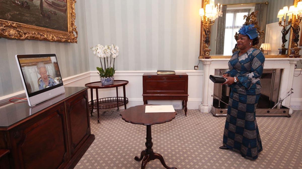 reina isabel ii reunión virtual con embajadoras