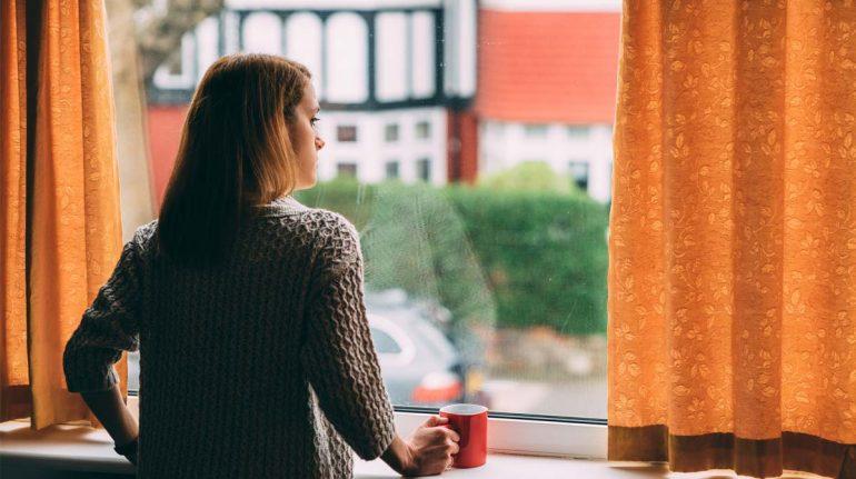 mujer depresión pensando estragos en la pandemia