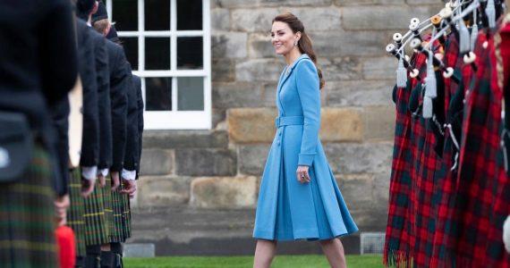 Los mejores looks de Kate Middleton durante el tour de Escocia. Abrigos, vestidos y más