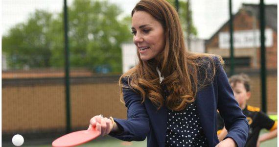 Kate Middleton demuestra su destreza en ping pong con mucho estilo