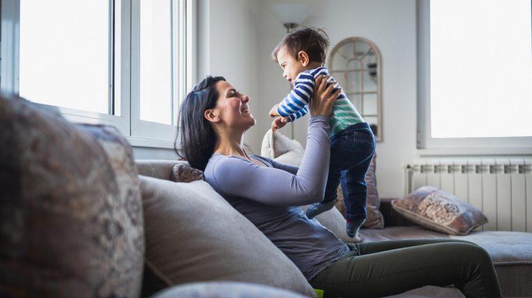 mamás solteras crían hijos fuertes estudio familia