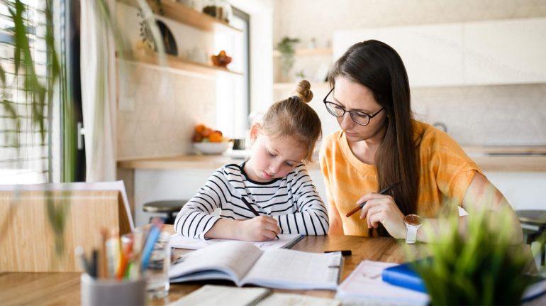 niños escuela en casa home school regreso a clases familia