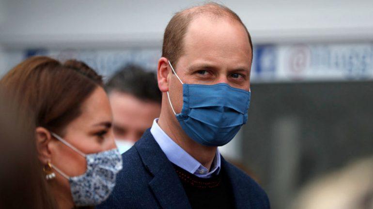 príncipe william recibe vacuna contra covid-19
