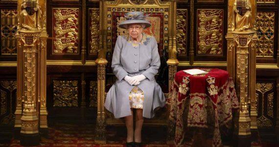 reina isabel ii primera aparición pública en el parlamento