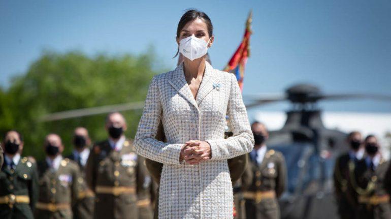 reina letizia vestido abrigo tweed bautizo leonor