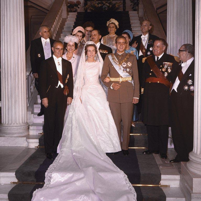La reina Sofía regresa a su país natal acompañada de su hermana Irene