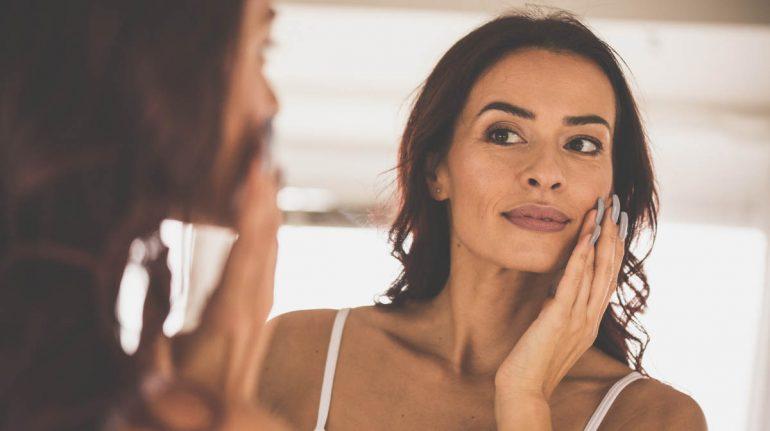 cuidados de la piel de una dermatóloga