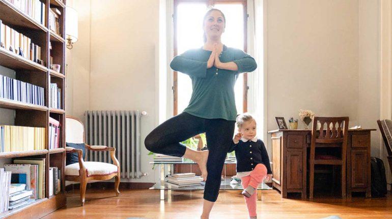 posiciones yoga fáciles en casa