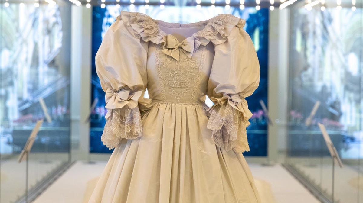 Así luce el vestido de novia de la princesa Diana en exhibición desde Kensington Palace