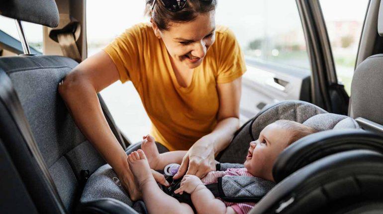 ¡Bebé a bordo! 8 formas de mantener seguros (y cómodos) a los pequeños en el coche