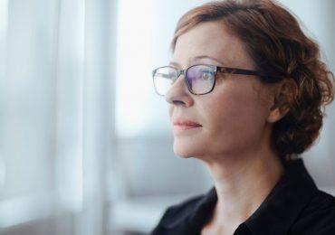 mujer doctor matriz caída