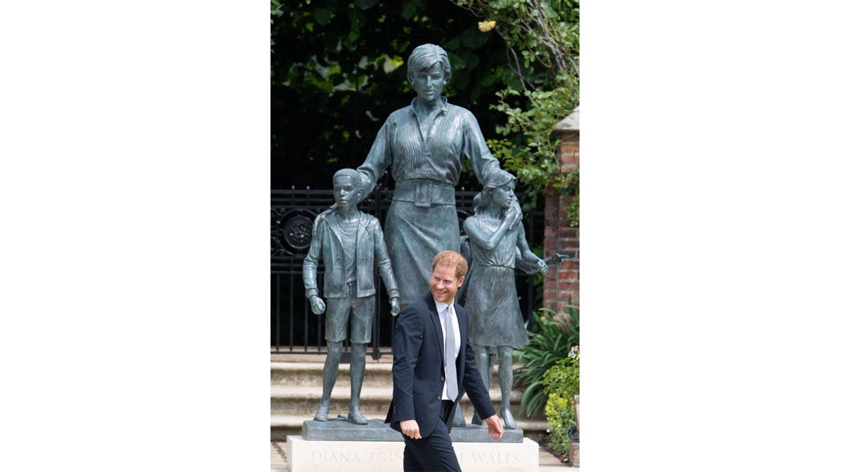 príncipe william príncipe harry estatua princesa diana